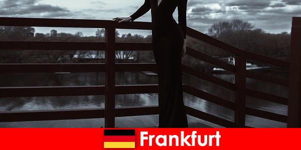 Zmysłowa eskorta menedżerów we Frankfurcie nad Menem rozpieszcza swoich klientów od stóp do głów