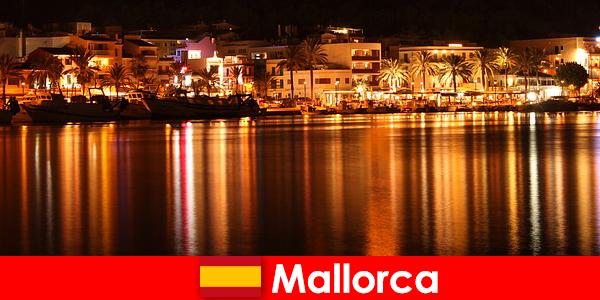 Życie nocne na Majorce z pięknymi kobietami ze sceny erotycznej