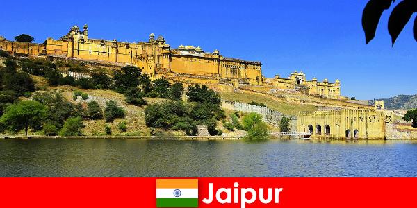 Obcy w Jaipur uwielbiają potężne świątynie