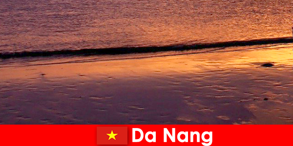 Da Nang to nadmorskie miasto w środkowym Wietnamie, popularne ze względu na piaszczyste plaże