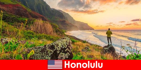 Honolulu słynie z plaż, oceanów, zachodów słońca na wakacje wellness i relaksacyjne