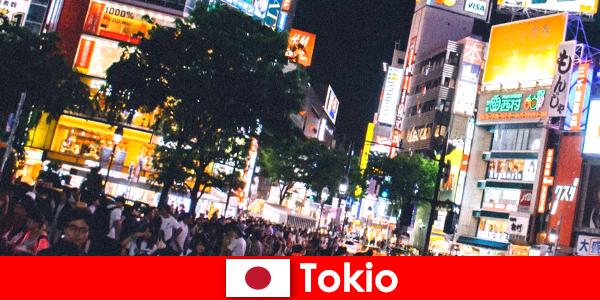 Tokio dla wczasowiczów w mieście migoczących neonów to idealne życie nocne