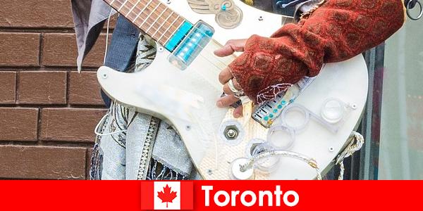 Obcy kochają Toronto ze względu na jego otwartość na scenę muzyczną wszystkich kultur