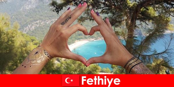 Wakacje na plaży w Turcji Fethiye dla młodych i starszych zawsze marzenie