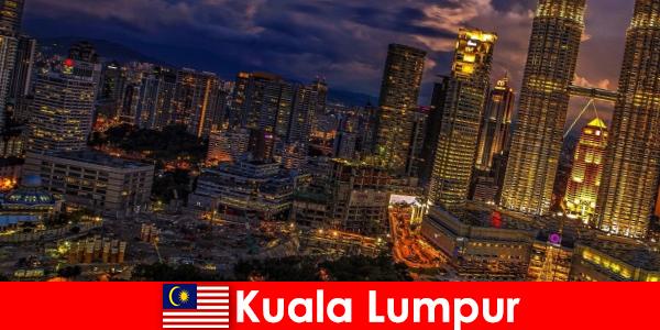 Kuala Lumpur jest zawsze warte odwiedzenia dla osób podróżujących do Azji Południowo-Wschodniej