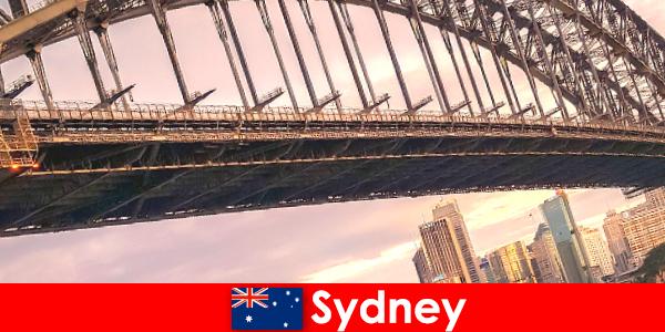 Sydney ze swoimi mostami jest bardzo popularnym celem turystów z Australii
