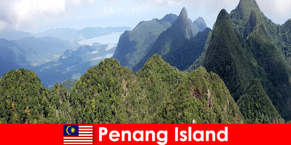 Urlopowicze odkrywają wspaniałe plenery kolejką linową na wyspie Penang w Malezji