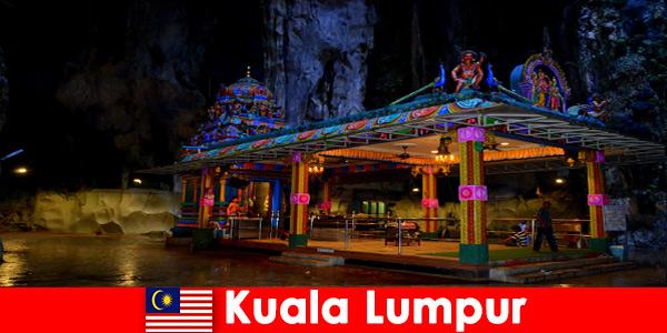 Kuala Lumpur Malezja daje podróżnikom dogłębny wgląd w starożytne jaskinie wapienne