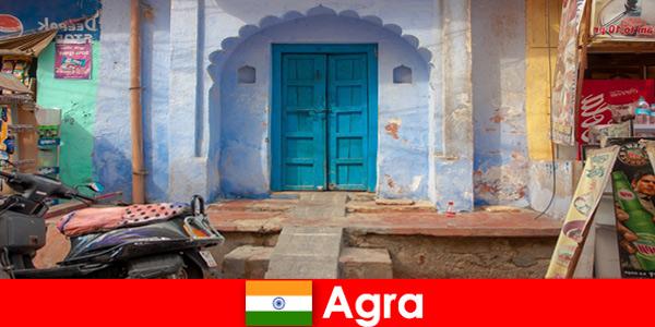Wyjazd za granicę do Agry w Indiach w wiejskim życiu wsi