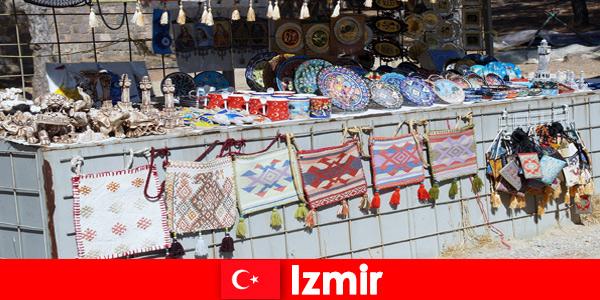 Spacerowanie dla nieznajomych na bazarach w Izmirze w Turcji