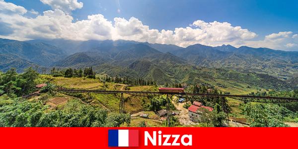Pociągiem przez wioski i góry w głębi lądu Nicei we Francji