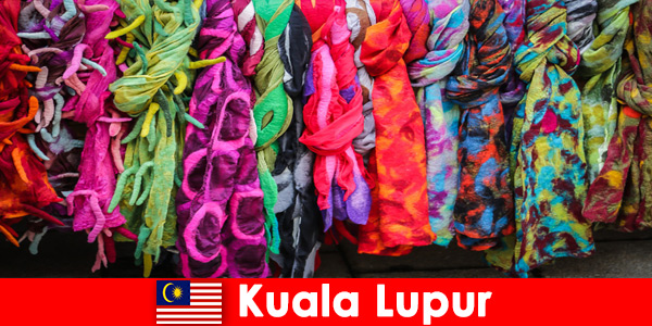 Turyści kulturalni w Kuala Lumpur w Malezji doświadczają doskonałego kunsztu
