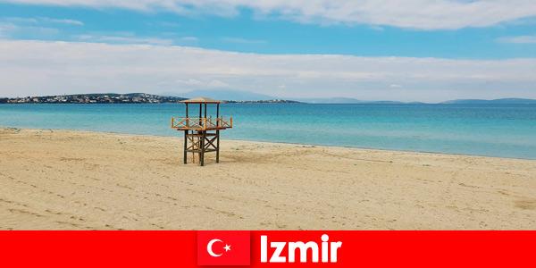 Odpoczywających wczasowiczów oczarują plaże w Izmirze w Turcji