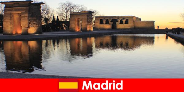 Popularny cel wycieczek do Madrytu w Hiszpanii dla europejskich studentów