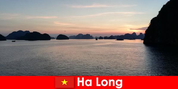 Idealne wakacje w Ha Long Wietnam dla zestresowanych turystów zagranicznych